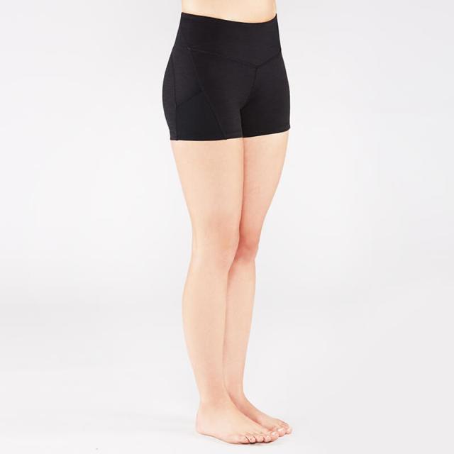 3ea20e37ed1cee ふんわりシルエットのアラジンパンツやバルーンパンツと呼ばれる、裾がきゅっと絞られた形のパンツもヨガウェアでは一般的。逆転のポーズでも脚が丸出しにならなく、  ...